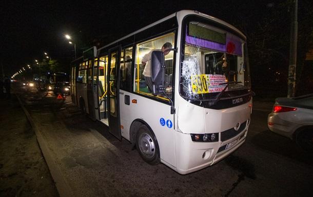 В Киеве маршрутка сбила мужчину