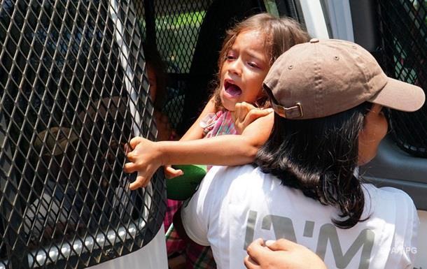 Поліція Боснії тримала мігрантів з дітьми в клітках