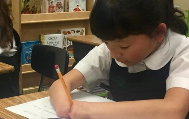 10-летняя девочка без кистей рук выиграла конкурс каллиграфии
