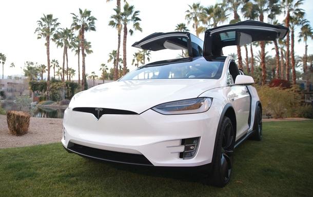 Безпілотні таксі з 2020 року. Що показала Tesla