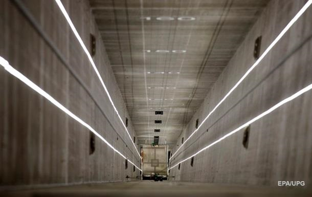 У Китаї на будівництві обірвався ліфт з робітниками - ЗМІ