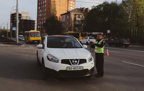 У Києві водій Nissan збив дівчинку на пішохідному переході