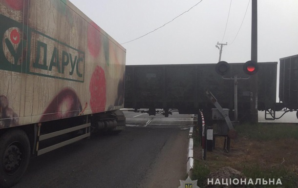 В Одеській області фура врізалася в поїзд