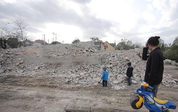 Во Львове впервые демонтировали многоэтажный дом-самострой