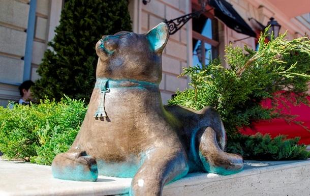 В Одесі відкрито пам ятник безтурботній кішці Софі