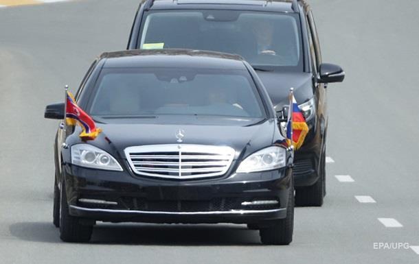 Daimler не в курсі, як його лімузини потрапили до Кім Чен Ина