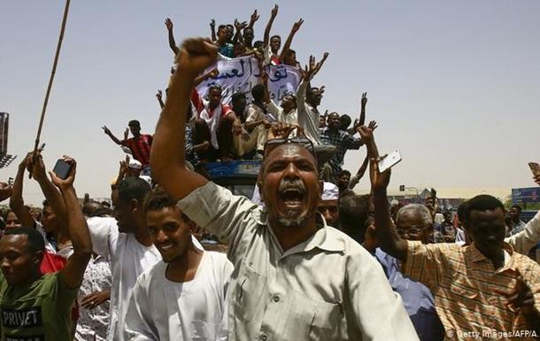 У Судані військові та опозиція домовились про спільний уряд