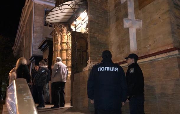 У Києві чоловік погрожував підірвати на Великдень всі церкви