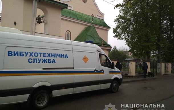 Во Львове  заминировали  семь церквей