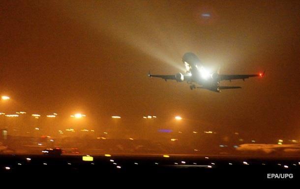 З явилося відео посадки літака з двигуном у вогні