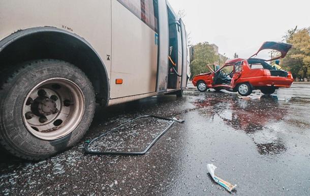 У Києві чотири людини постраждали в ДТП з маршруткою