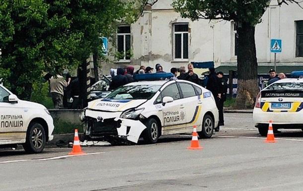 В Полтаве патрульное авто столкнулось с легковушкой, есть пострадавшие