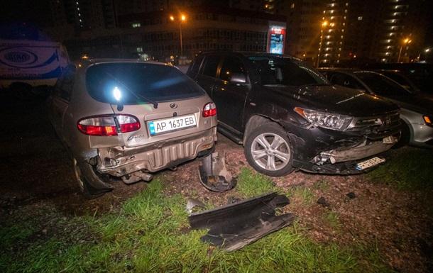 У Києві п яний водій протаранив сім авто на стоянці