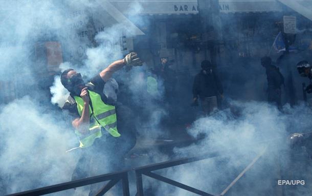 У Парижі нові зіткнення поліції з жовтими жилетами