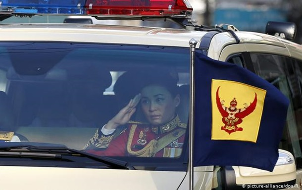 У Таїланді несподівано представили нову королеву