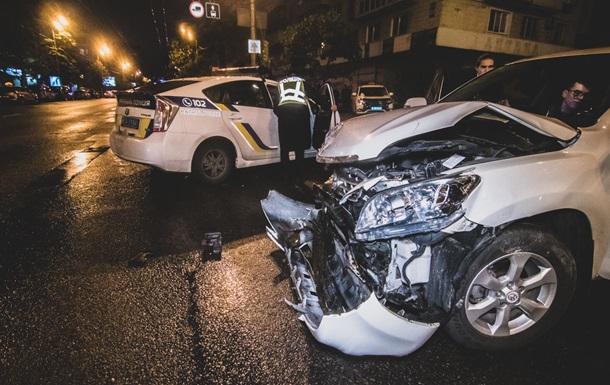 У Києві протаранили поліцейське авто