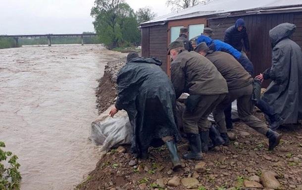 Нацгвардию привлекли к ликвидации последствий наводнения в Прикарпатье