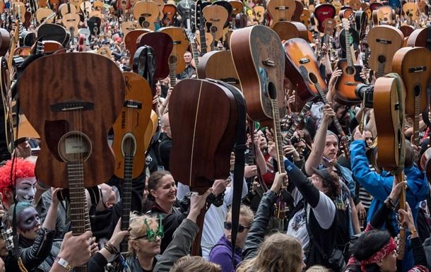В Польше поставили мировой рекорд одновременной игры на гитарах