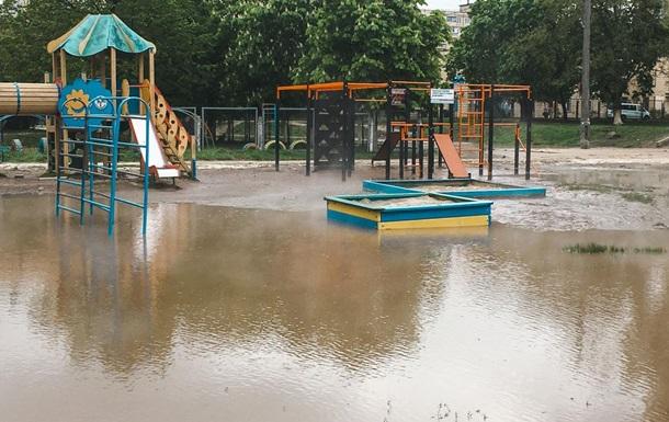 В Киеве детскую площадку залило кипятком