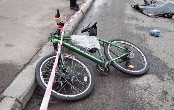 В Киеве грузовик сбил насмерть велосипедиста
