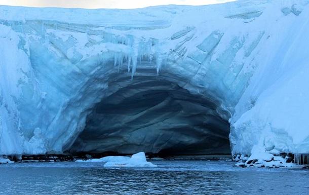 Українські полярники зняли яскраві фото Антарктиди