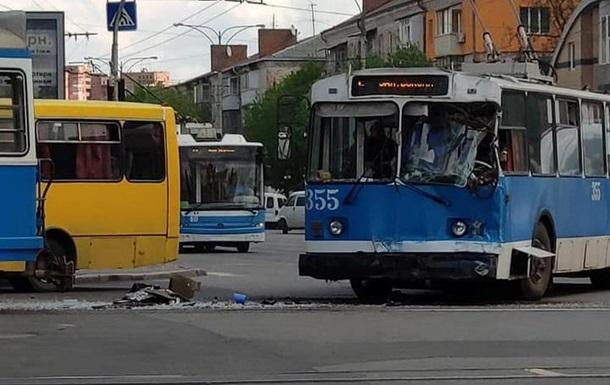 У Вінниці зіткнулися трамвай і тролейбус, є постраждалі