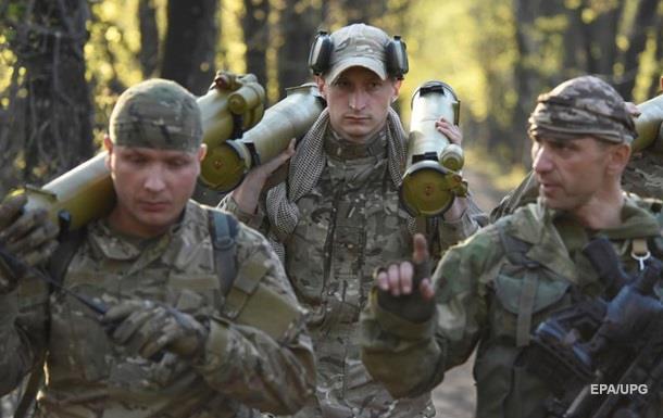На Донбассе за день 11 обстрелов, ранены два бойца