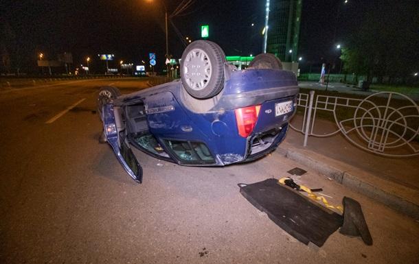 ДТП в Києві:  євробляха  перекинулася на дах