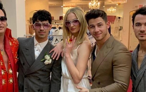 Санса Старк  вышла замуж в наряде украинского дизайнера