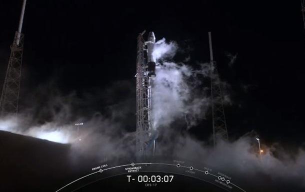 Ракета с кораблем Dragon с грузом для МКС запущена в США