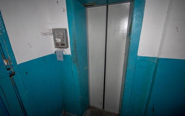 У Дніпрі обірвався ліфт з сімейною парою всередині