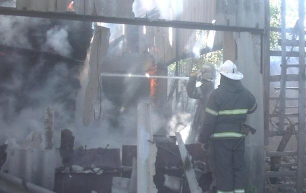 В Харькове сгорел мебельный склад
