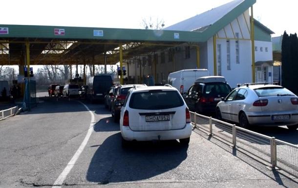 На кордоні України з Угорщиною виникло скупчення машин