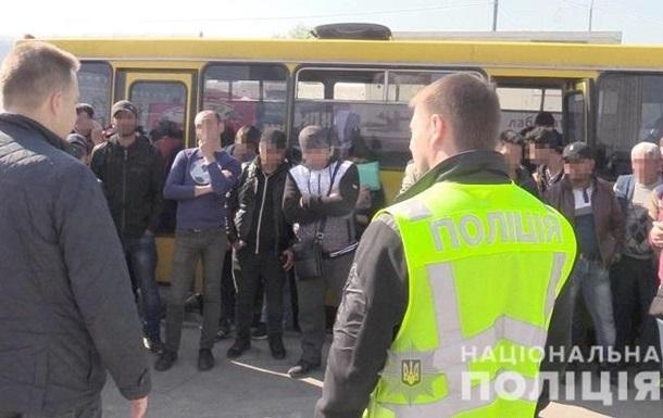 На ринку Києва затримали півсотні нелегалів