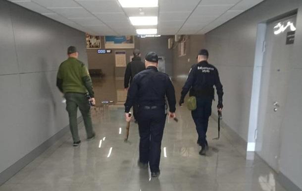 В Одесі шукають вибухівку в аеропорту і готелях