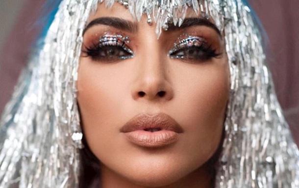 Ким Кардашьян поразила МЕТ Гала голубым латексным мини