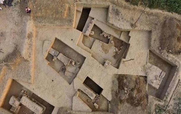 В Индии вскрыли древнюю гробницу