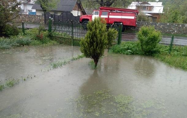 На Прикарпатье дожди подтопили полсотни домов