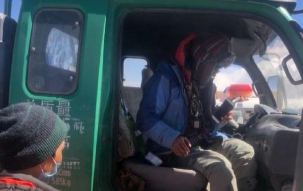 Китайский велосипедист провел неделю в Тибете, питаясь кореньями