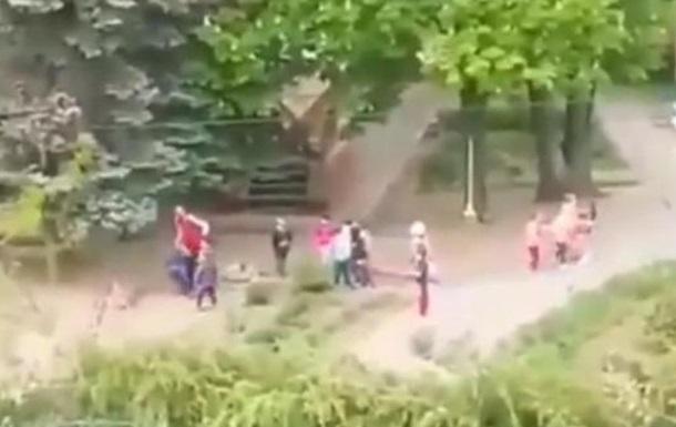 В запорожском детсаду воспитатель  швыряла  детей