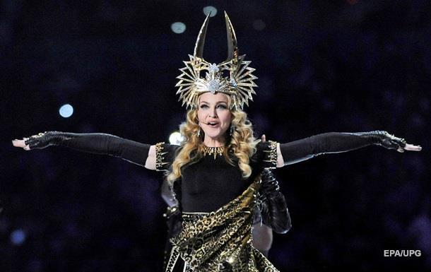 Мадонну змусили в аеропорту зняти паранджу