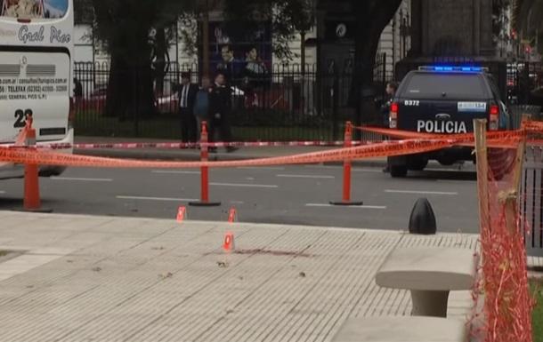 В Аргентине депутата ранили у здания парламента