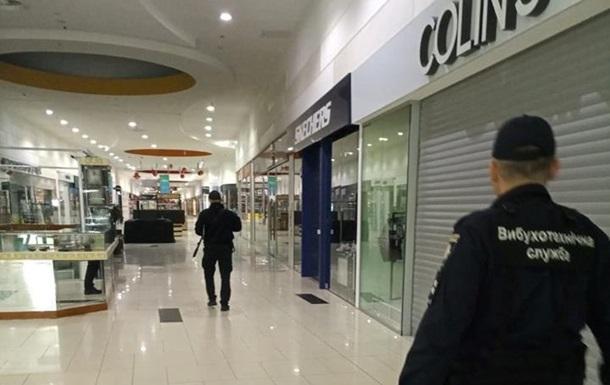 В Одесі евакуюють відвідувачів двох торгових центрів
