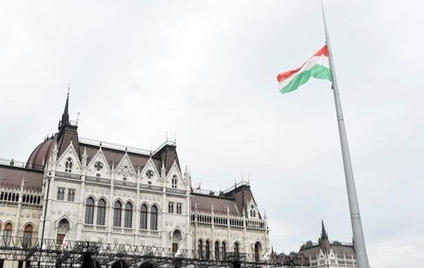 Венгрия не должна втягивать НАТО в спор с Украиной − США
