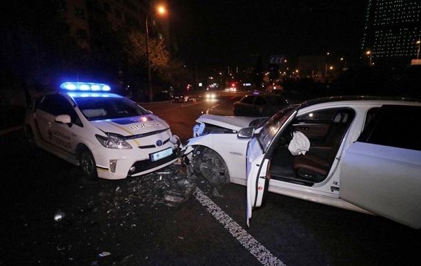 На мосту в Києві сталося лобове зіткнення з патрульним авто