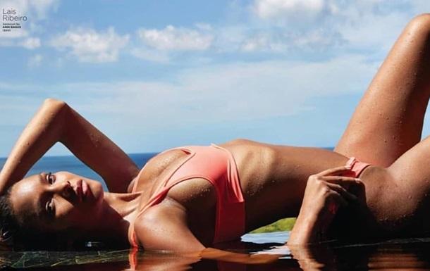 Супермодель снялась на пляже в откровенных бикини