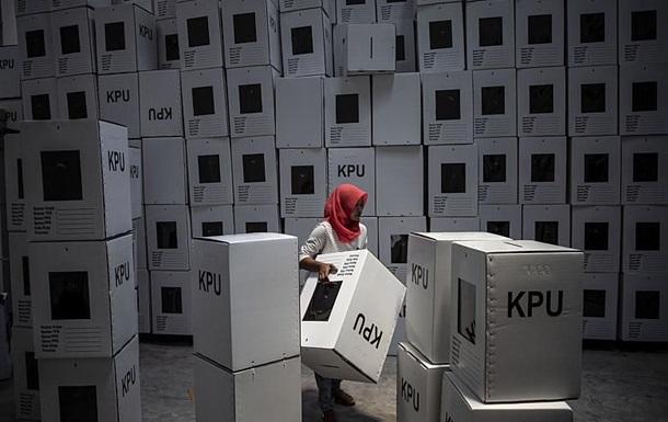 Вибори в Індонезії: від перевтоми померли 496 членів виборчкомів