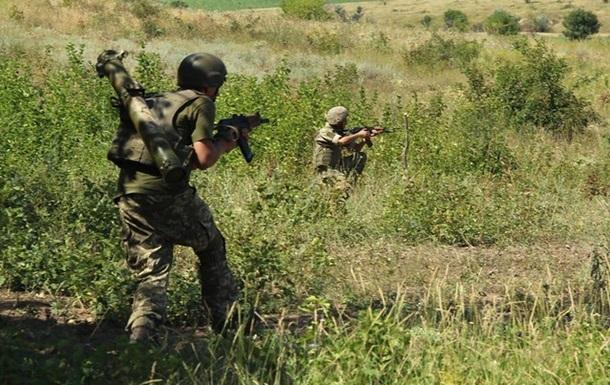 На Донбасі військовий підірвався на міні