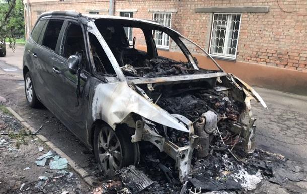У Києві спалили авто головного редактора одного з телеканалів