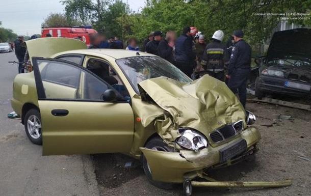 На Львівщині п ятеро осіб постраждали в зіткненні двох авто